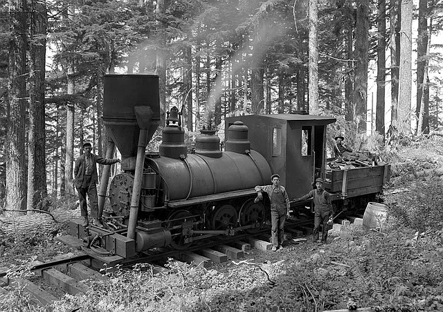 Steam train from the early 1900s